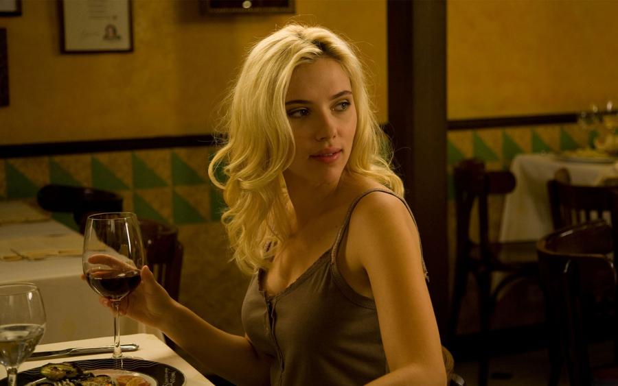 Scarlett-Johansson-Dinner-Wallpaper.png